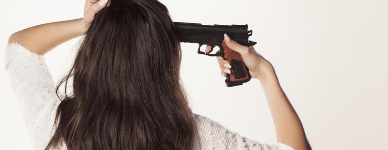 robiła selfie z pistoletem strzeliła w twarz