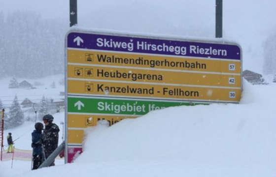 Atak zimy w Europie, a warunki pogodowe i prognoza pogody coraz gorsze. Opady sniegu, lawimy, rosnąca liczba ofiar smiertelnych - Austra sparaliżowana