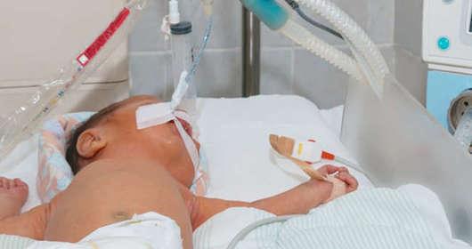 3-miesięczny chłopczyk w szpitalu bił go ojciec