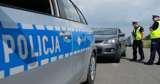 """Tysiące policjantów i kontrole drogowe - to akcja """"Kaskadowy pomiar prędkości"""" - oznacza to mnóstwo mandatów, a niejeden kierowca straci prawo jazdy."""