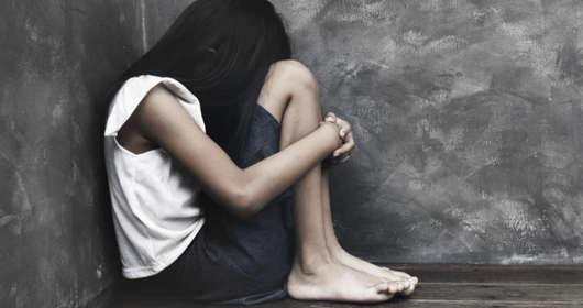 Gwałcili dziewczynkę, wieś ich broni