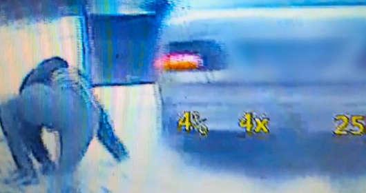 Policyjne pościgi samochodowe także w Polsce. Ten przestepca chciał być jak postać z filmu akcji. Scena kaskaderska i skok z samochodu słabo mu jednak wyszła