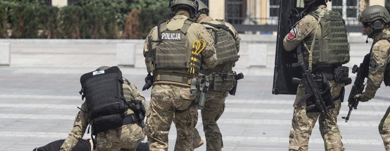 Antyterroryści i ćwiczenia - w Polsce obowiązuje obecnie pierwszy stopień zagrożenia terrorystycznego (Śląsk, Kraków)
