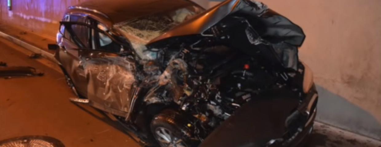Słowacja i wideo z wypadku samochodowego na autostradzie. Nagranie trafiło do sieci. Kierowca BMW przeżył, chociaż nastąpiło dachowanie samochodu.