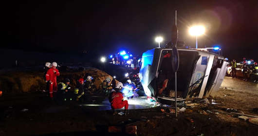 Tragiczny wypadek autokaru na S3. 1 osoba nie żyje, ponad 20 rannych