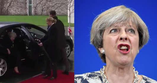 Premier Theresa MAy chce renegocjować Brexit, ale nie może wyjść z samochodu - wpadka polityk w Berlinie