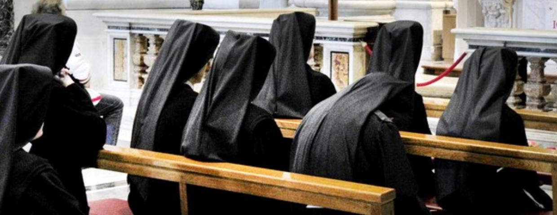 zakonnice modlą się za polityków