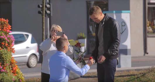 Polscy geje, publiczne oświadczyny, ukryta kamera i reakcje ludzi