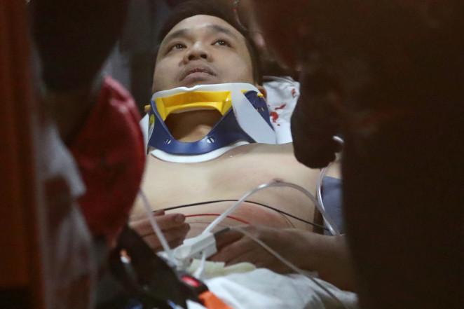 Phothisane został przewieziony do szpitala ze złamana nogą, żebrami i kilkoma niegroźnymi ranami.