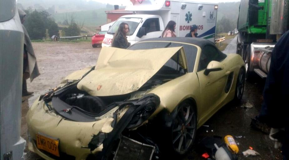 W wypadku zderzyły się samochody marki McLaren, Porsche, Mercedes i Toyota Prado.