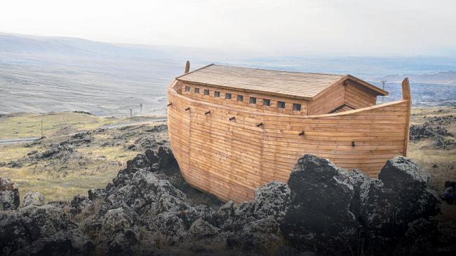 Arka Noego na zboczu góry Ararat