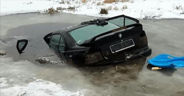 BMW w rzece