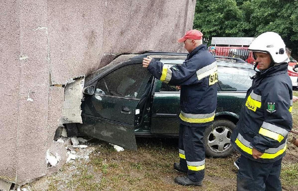 mazowieckie wypadek samochód opel kolizja foto