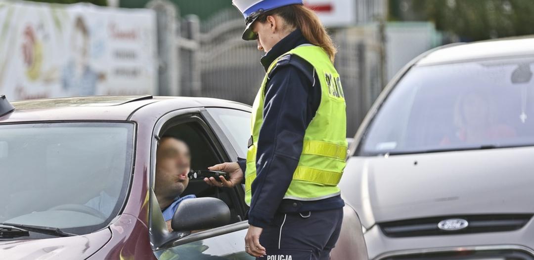 pijany kierowca alkohol alkomat kontrola