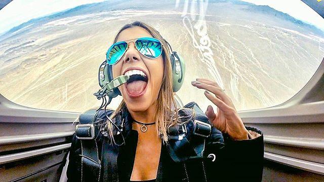 Seksowna pilotka podbija sieć
