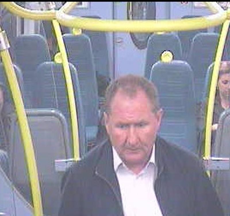Ugryzł pasażera w ucho