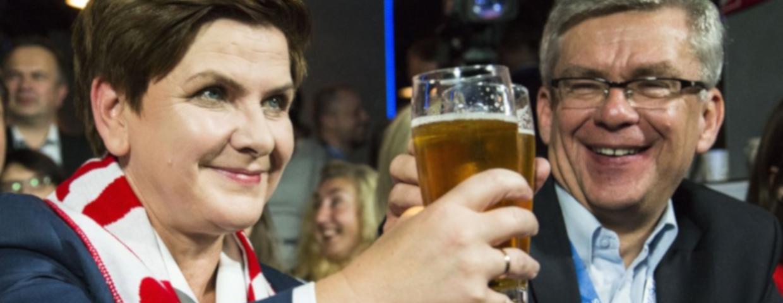 Polscy politycy i alkohol - wiadomo, ile Senat wydaje na drogie alkohole i ile kupuje trunków rocznie. Posłowie w Sejmie piją nawet w czasie pracy