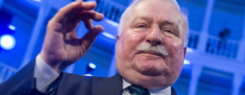 """Były premier Jan Olszewski nie żyje, ale Lech Wałęsa na Facebooku i tak zamieścił kontrowersyjny wpis. Internaci przypominają mu, czym była """"nocna zmiana""""."""