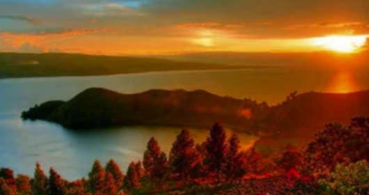 Niemcy i możliwy wybuch wulkanu. Erupcja Lacher See to potencjalna katastrofa w Europie, w tym w Polsce. spadłyby kwaśne deszcze. Wystepują już trzęsienia ziemi