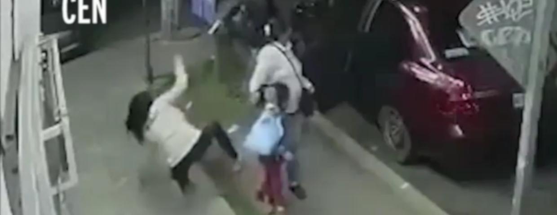 Młoda Meksykanka kontro gang złodzi samochodów. Bandyci z Meksyku napadli na rodzinę i zaczeła się walka. Wideo z monitoringu trafiło do sieci